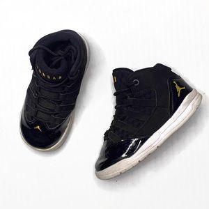 Nike Jordan Max Aura Black/Gold | 8C